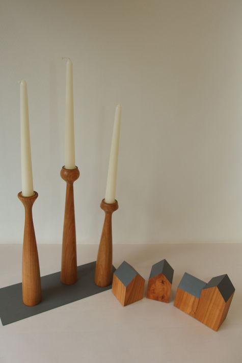 Kerzenhalter und Häuser aus Kirschbaum, Platte und Dächer grau